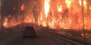 Leaving-Fort-McMurray-looks-like-a-scene-out-of-a-movie-400x200